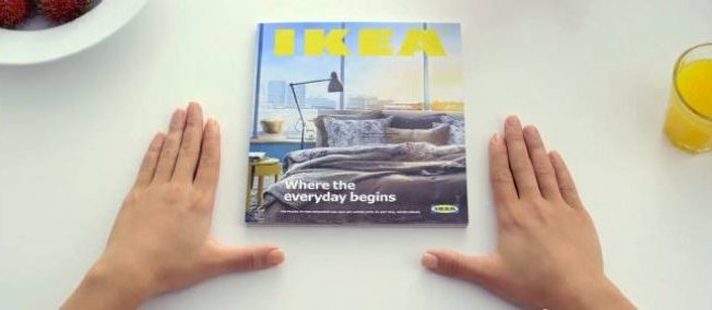 catalogue ikea ikea se moque d apple dans cette pub et c est tr s dr le prestimedia. Black Bedroom Furniture Sets. Home Design Ideas
